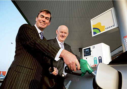 Even Neil O'Leary, chairman of Topaz and Danny Murray, CEO were out doing their bit, manning the pumps.
