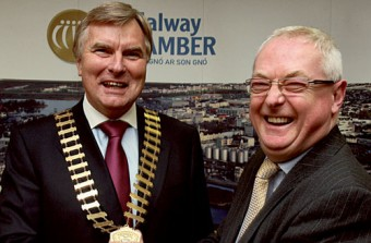 Paul Shelly of Ernst & Young Galway receives the President's chain of office from Peter Allen at the Galway Chamber meeting on Tuesday evening. Photo:-Mike Shaughnessy