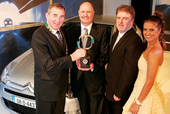 Tony Toner, chairman of the IMWA, Paul Cregan, managing director of Citroen/Gallic Distributors, Paddy Murphy, general manager of Semperit Tyres, and model Roberta Rowat with the 2009 Semperit Irish Car of the Year, the Citroen C5.