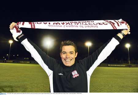 Jeff Kenna has ended weeks of speculation by committing himself to Galway United.