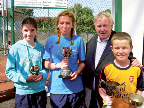 Under-14 finalists Laura Mc Cullagh, Emma Fagan, and Harry O'Rourke, with Ciaran Temple, representing Temple Printing.
