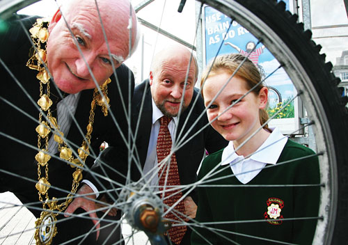 At the launch of Galway Chamber Traffic & Transportation Forum's School Transport Initiative - Bus It, Bike It  Walk It'  on Monday were (l-r) Mayor Declan McDonnell, Dr Chris Coughlan, Galway Chamber and  Deanna Dooley of Salerno Secondary School. Photo:-Mike Shaughnessy