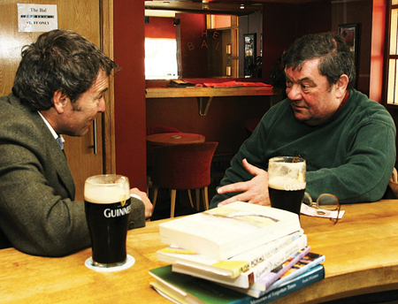 Padraic O Máille chats with with Des Kenny.