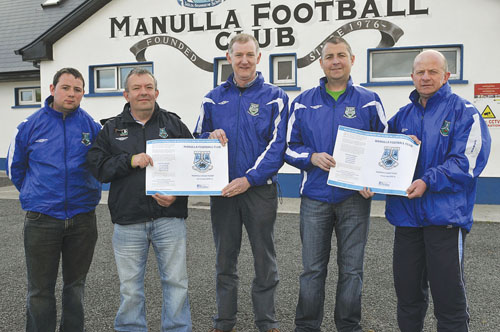 Pictured at the launch of the Manulla Football Club new monthly draw ticket, finance committee members (l-r): Damien Joyce, Martin Lyons, Gerry Murphy, Walter Docherty, and John Durkan. Photo: KWP Studio 094.