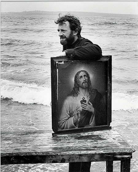 Mick pictured in 1982, unloading the set on Aran during Druid's first visit to the islands.