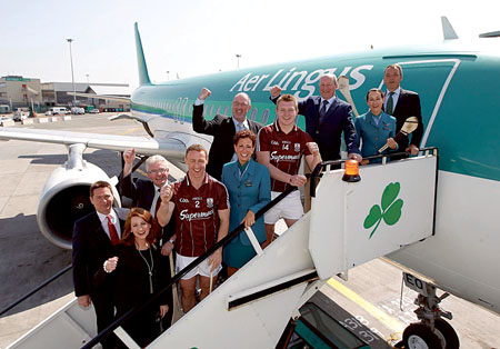 Pictured (L-R): Aer Lingus director of communication Declan Kearney, Sherice Verdon of Galway Hurling Supporters' Club, county chairman Joe Byrne, Galway hurler Damien Joyce, Aer Lingus cabin crew Jane Curtin, Mick Turley (GHSC), Galway hurler Joe Canning, GHSC chairman Eamon Bradshaw,  Aer Lingus cabin crew Mary McDonnell, and Aer Lingus CEO Christoph Mueller.