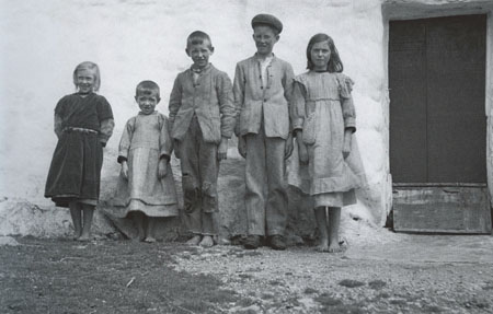 Children at Garmna, County Galway, photographed by Ake Campbell, 1935.