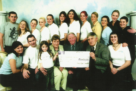 Bright Eye Committee raised €16,500 for the Mayo/Roscommon Hospice in memory of their friend Angela Devaney. Pictured back from left: John Hanley, Tracey Kilgallon, Susan Flannelly, Andrea O'Connor, Susan Spain, Sinead Parsons, Joanne O'Sullivan, Jackie Denney, Oonagh Rathigan, Catriona Whyte, Ruth Flannelly and Jane Scott. Front L-R: Orlagh Heverin, Ronan O'Grady, Nicole Devaney, Nora Devaney, Billy Flynn, Michael Devaney and Ailish O' Brien.