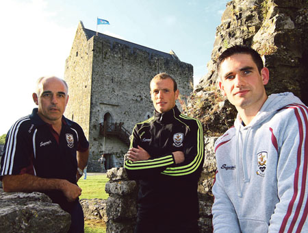 Galway senior hurling manager Anthony Cunningham with Cyril Donnellan and captain Fergal Moore at Athenry Castle. Photo:-Mike Shaughnessy