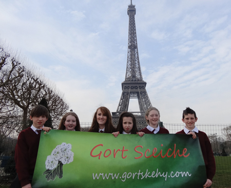 Enda Hession, Marie Mulhern, Amy Frizzell, Rachel Hession, Rebecca Flanagan and Justin Commins at the Eiffel Tower.