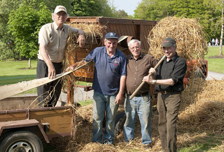 Traditional haymakers enjoy the sunshine at Féile na Tuaithe.