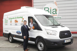 Dave O'Connell, commercial vehicle brand manager of Ford Ireland, hands the keys of the new Ford Transit to Karen Horgan, project manager of the Bia Food Initiative.