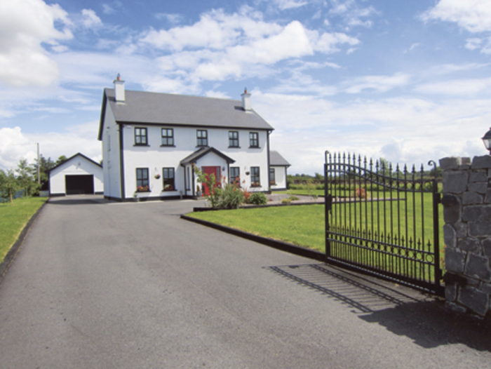 Countryside setting for family home - Countryside homes parents welcoming ...