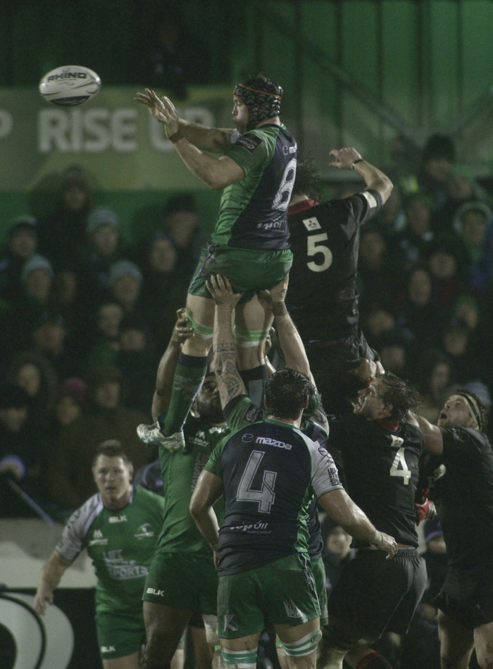 Connacht's Eoin McKeon wins the line out in action from round 13 of the GUINNESS PRO12 game against Edinburgh on Friday night at the Sportsground. Photo:- Mike Shaughnessy