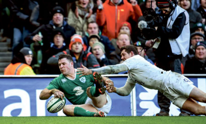 Robie Henshaw scores the winning try for Ireland. Photo: Sportsfile