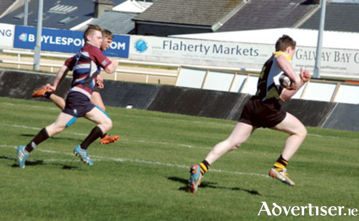Thomas Finucane powers to the NUIG-Corinthians line to score Buccaneers' second try.