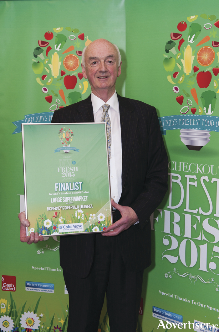 Pictured right: Gerard McInerney of McInerneys SuperValu Loughrea accepting finalist award for Best in Fresh for 2015.