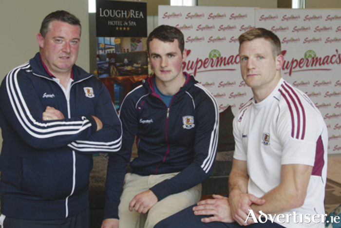 Galway hurling selector Damien Curley with players Johnny Coen  and Andy Smith at  the Lough Rea Hotel ahead of Sunday semi-final clash against Tipperary.  Photo:-Mike Shaughnessy