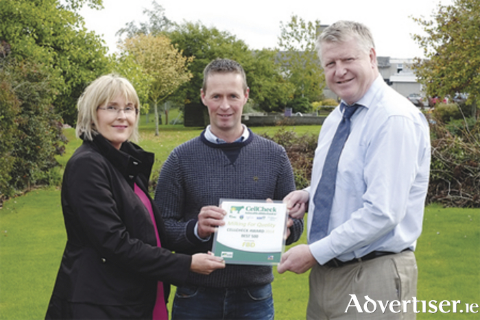 Aidan Casey from Moate, Co Westmeath, being presented with his CellCheck Award by Maureen O'Meara, FBD, and Conor Ryan, Arrabawn, at the Arrabawn co-op Herd Health day event in Gurteen Agricultural College