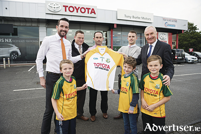Pictured at the Carzone.ie sponsorship presentation to the Craughwell U8, U10, U12 and U 14  were Stephen Walsh Carzone Tony Burke, Tony Burke Motors, Shane Comer, Craughwell GAA Charlie Donnellan and Sean Donnellan Both Tony Burke Motors and with players Paddy Callanan Paddy Malone and  Rian Comer.