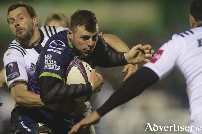 Connacht's Robbie Henshaw will be a marked man in Connacht's mdfield against Munster on Saturday.  Photo:-Mike Shaughnessy
