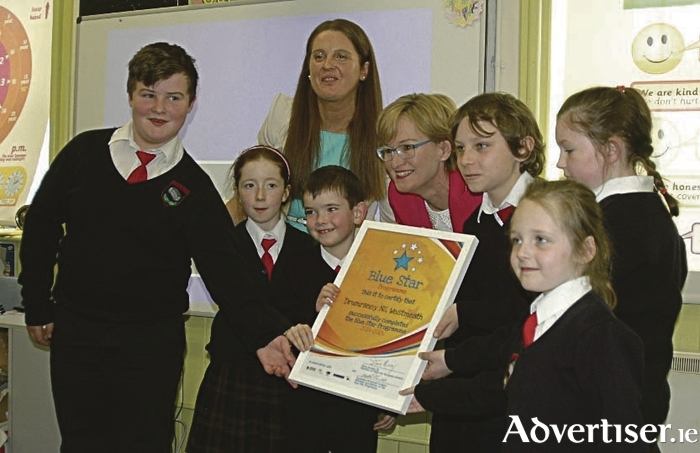Mairead McGuinness, MEP, pictured with pupils of Drumraney National School