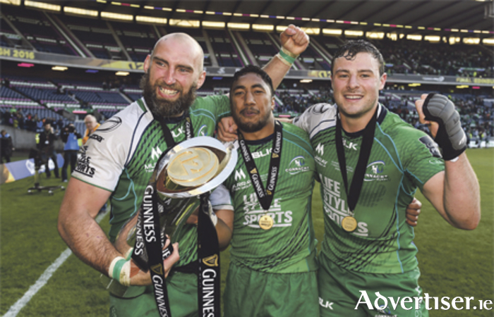 Connacht players John Muldoon, Bundee Aki, and Robbie Henshaw celebrate following the Guinness PRO12 Final victory over Leinster at BT Murrayfield Stadium in Edinburgh, Scotland. Photo: Stephen McCarthy/Sportsfile