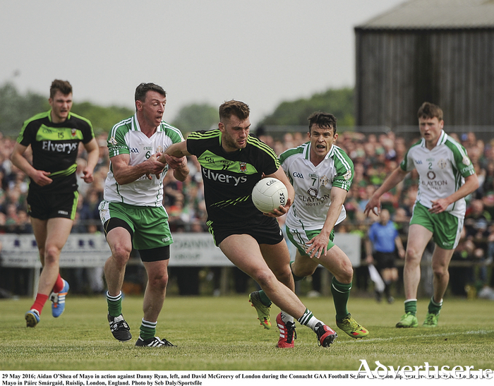idan O'Shea of Mayo in action against Danny Ryan, left, and David McGreevy of London during the Connacht GAA Football Senior Championship quarter-final between London and Mayo on Sunday. Photo by Seb Daly/Sportsfile