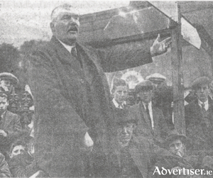 Máirtín Mór canvassing in Clifden during the June 1927 election.