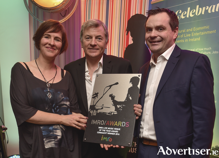 Singer-songwriter Eleanor McEvoy presents Seamus McGettigan, general manager of The Quays, and Stephen Tabb, the Fitzgerald Group, with the IMRO Best Venue Connacht  Award 2016 at the recent IMRO Venue Awards. Photo:- Ruth Medjber