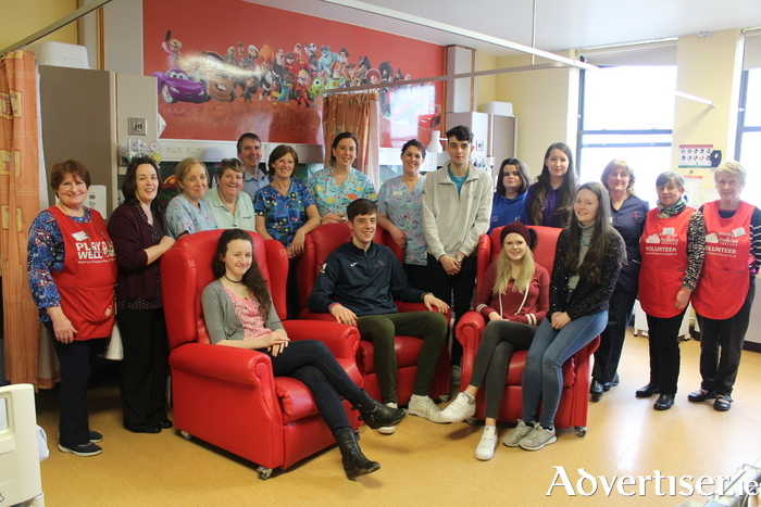 Picture: Staff at Mayo Children's Ward with some of the young people in Comhairle Na nÓg and Foróige Big Brother Big Sister programme, who raised funds for the purchase of reclining chairs.