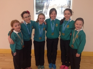 The girls' swimming relay team from Gaelscoil Uileog de Búrca who competed in the All-Ireland Minor Schools Swimming Competition. They won a number of medals at the championship.