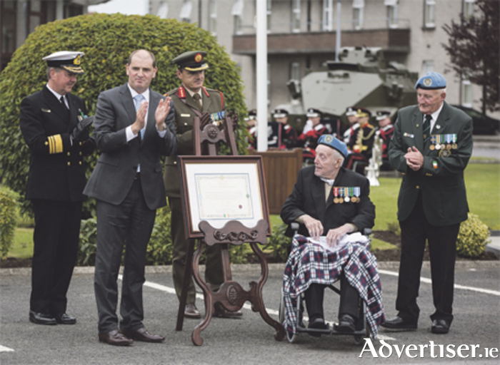 Minister of State for Defence, Paul Kehoe, is pictured alongside retired Sgt Major Harry Dickson and retired Corporal John Gorman unveiling the citation presented to 'A' Company, 35th Infantry Battalion, last September in recognition of their bravery during the Siege of Jadotville