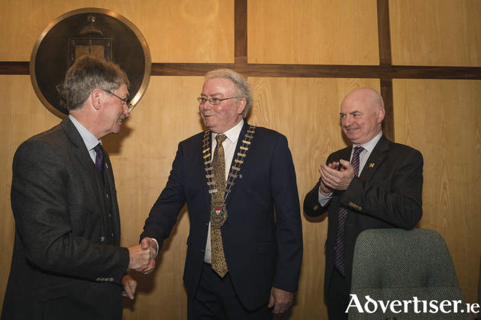 The handover: Incoming Mayo County Council Cathaoirleach Cllr. Richard Finn receives the chain of office from the outgoing Cathaoirleach Cllr. Al McDonnell during the handing over ceremony at Aras an Chontae, Castlebar with Mayo County Council Chief Executive Peter Hynes. Photo : Keith Heneghan / Phocus