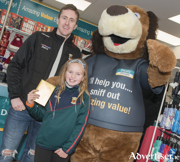 Mayo football captain Cillian O'Connor presents Ali Browne from Navan, Co Meath, with a voucher at the opening of the new Dealz store in Castlebar. Mayo mad supporter Ali travelled all the way from Meath especially to meet Cillian O'Connor at the new store opening. Photo: Professional Images/@ProfImages.