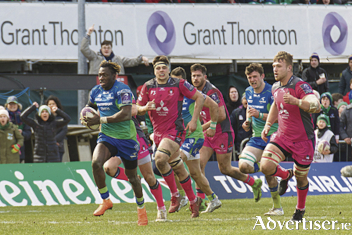 Connacht's Niyi Adeolokun on the attack against Glouster in the European Rugby Challenge Cup quarter-final at the Sportsground on Saturday. Photo:-Mike Shaughnessy