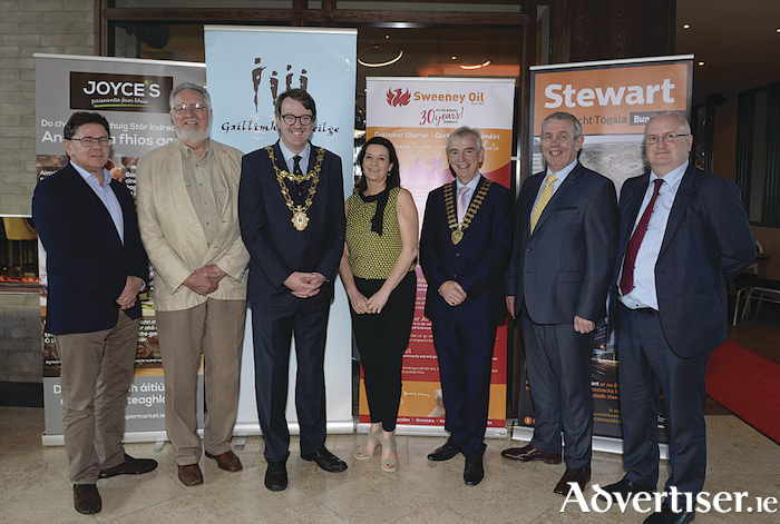 John Sweeney, Sweeney Oil, (Sponsor of the Fulacht Fia), Seán Stewart, Stewart Construction, (Sponsor of the Fulacht Fia), Mayor of the City of Galway, Cllr. Níall McNelis, Bernadette Mullarkey, Cathaoirleach Ghaillimh le Gaeilge, David Hickey, president of Galway Chamber, Pat Joyce, Joyce's Supermarkets Galway, (sponsor of the Fulacht Fia) and an Dr Aodhán Mac Cormaic, Stiúrthóir na Gaeilge, An Roinn Cultúir, Oidhreachta agus Gaeltachta at Fulacht Fia Chairde Ghaillimh le Gaeilge which took place in the Galmont Hotel.