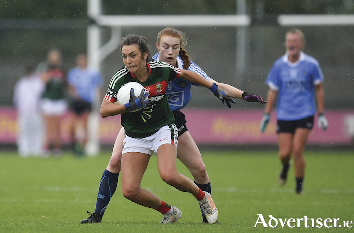On the move: Niamh Kelly in action against Dublin in Hyde Park. Photo: Sportsfile