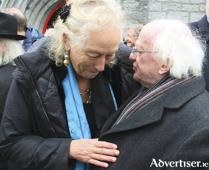President Higgins offers his condolences to artist Leonie King, wife of the late Alec Finn.