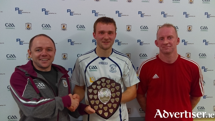 Eric O'Brien, league secretary and cisteoir Galway Handball Board, with league champion Oisín Ó Cualáin (Micheal Breathnachs) and league runner-up Kieran Hanley (Williamstown).