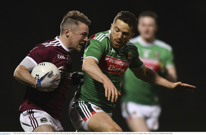 Eye on the ball: Danny Cummins battles for possession against Danny Cummins last Saturday night. Photo: Sportsfile.