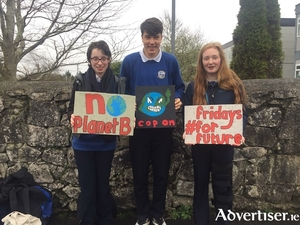 From left: Alíona Hamilton, Eoin McGuiness, and Réitseal nic Donnacha, all from Coláiste an Eachreidh, Athenry, preparing for tomorrow's climate protest from 1pm. Photo: Sorcha Carrick.