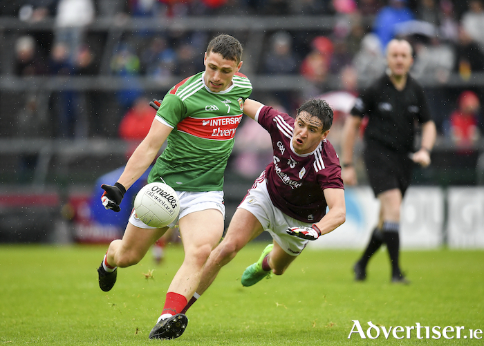 Conor Igoe of Mayo in action against Padraic Éoin Ó Currin of Galway during the Connacht GAA Football Junior Championship Final. Photo: Sportsfile