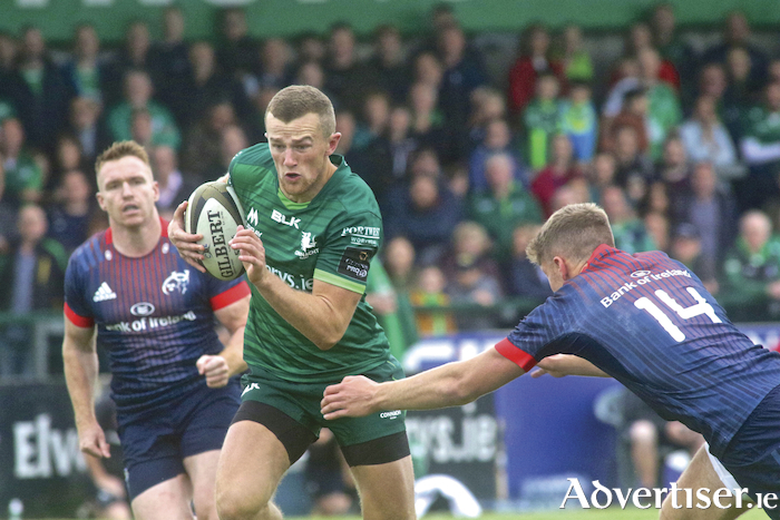Connacht's Stephen Fitzgerald sidesteps Munster's Liam Coombes in action from Connacht;s 40-31 victory over Munster ahead of the start of the Guinness PRO14.  Photo:-Mike Shaughnessy