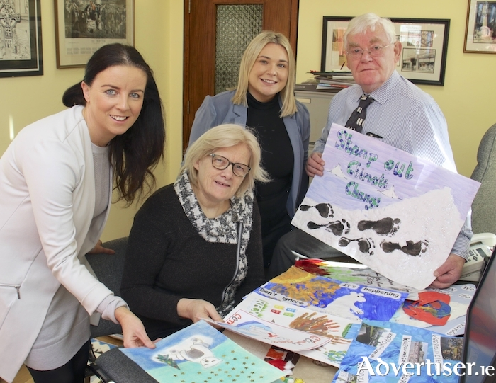 Pictured at the judging of the Galway Advertiser Newspaper 2019 Christmas Art Competition (l-r) Audrey Elliott, Ireland West Airport Knock, Mary Creavin Ludden of Cregal Art, Jade Devaney competition co-ordinator and Tom Kenny of Kenny's Art Gallery. Photo:-Mike Shaughnessy
