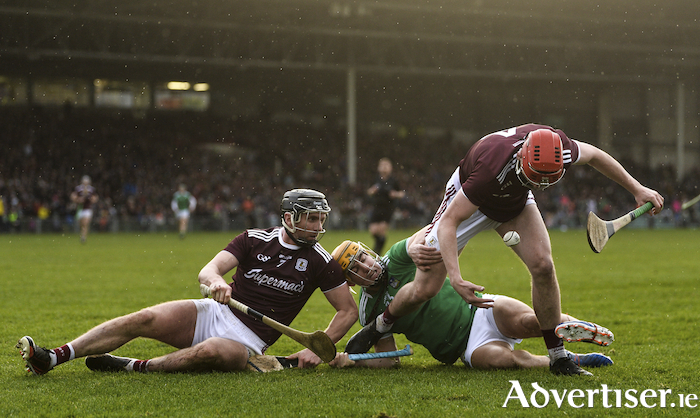 Aidan Harte, left, and TJ Brennan of Galway in action against Darren O'Connell of Limerick. Photo by Diarmuid Greene/Sportsfile