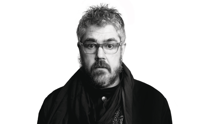 phill jupitus face on